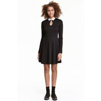 H&M Sukienka z dzianiny w prążki 0426444004 Czarny