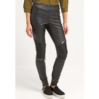 Vero Moda VMAMBER Spodnie materiałowe black VE121A0DP