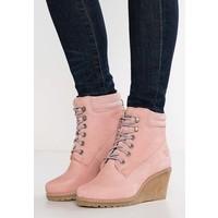 Tamaris Botki na koturnie light pink TA111Y01H