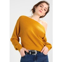 Topshop OFF SHOULDER CROP Sweter mustard TP721I0E7