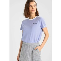 ONLY ONYKITA TOP BOX T-shirt z nadrukiem bright white/dreamer/brunnera blue ON321D1BO
