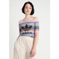 adidas Originals OFF SHOULDER T-shirt z nadrukiem multicolor AD121D0I7