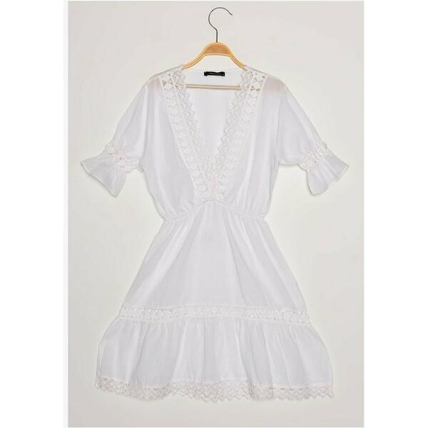 Trendyol Sukienka letnia white TRU21C0NQ